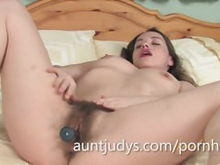 Hot MILF Olga Cabaeva Uses a Vibrator On..